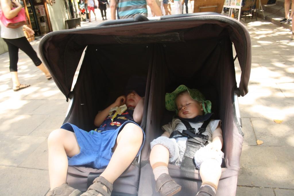 Trætte børn i Barcelona