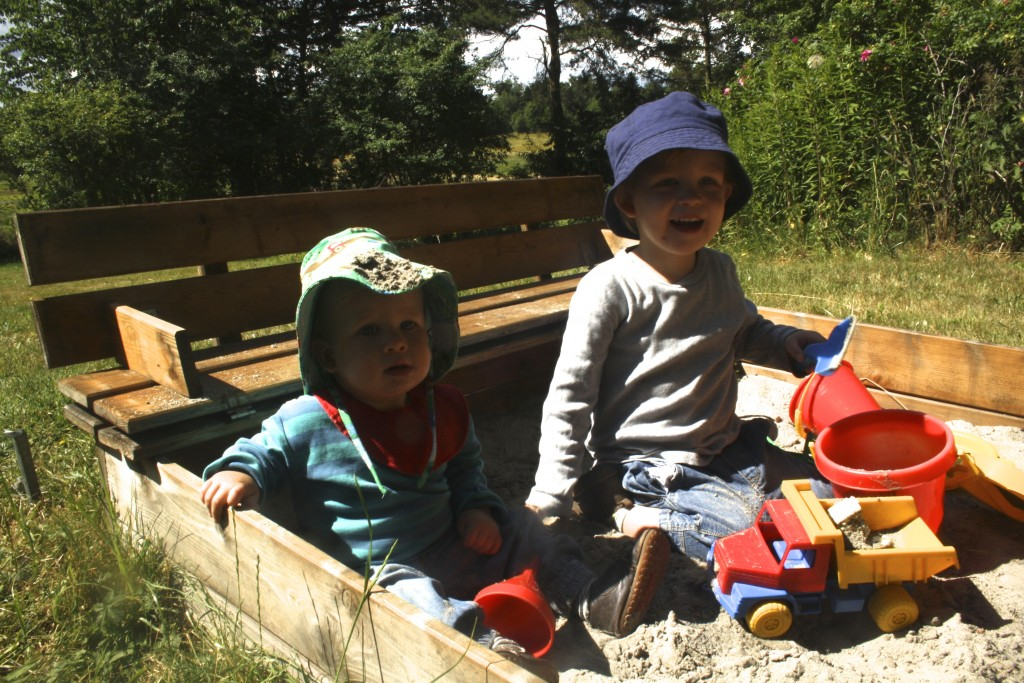 Asger med sand på hatten