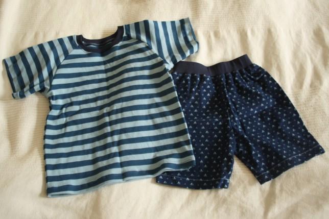 Shorts og t-shirt