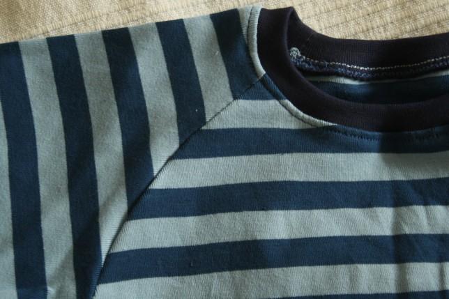 Detalje fra stribet t-shirt