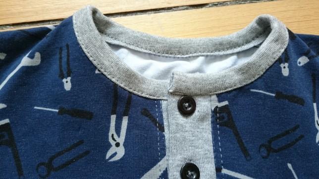 Bluse med værktøj stolpeåbning og lomme