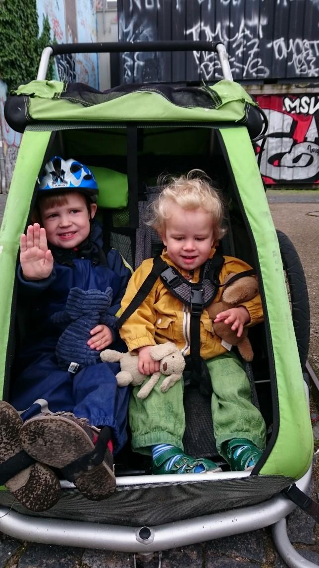 Magne og Asger i cykelvognen