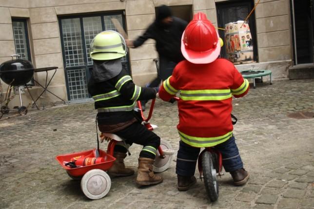 brandmænd i gården