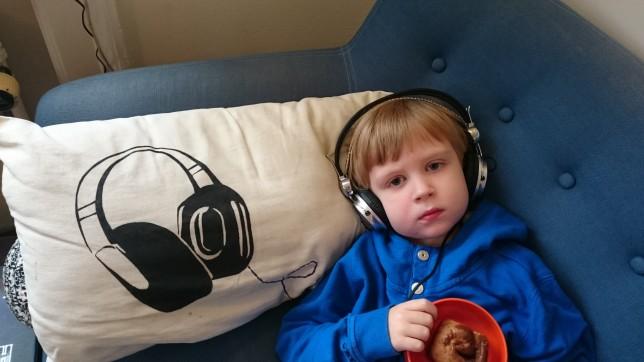 Magne og høretelefoner