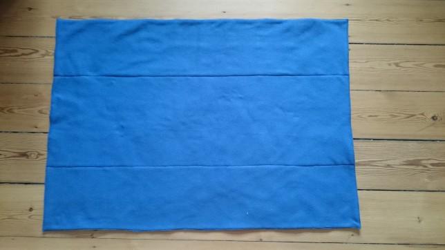 Bagside af blåt patchworktæppe