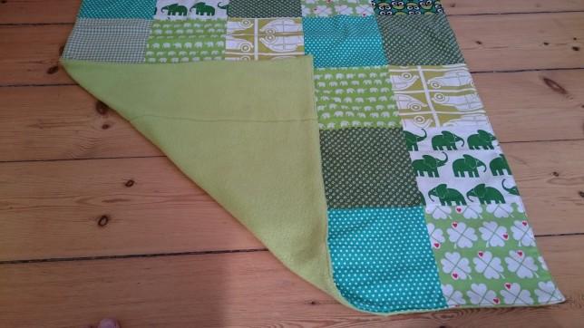 grønt patchworktæppe med fleece