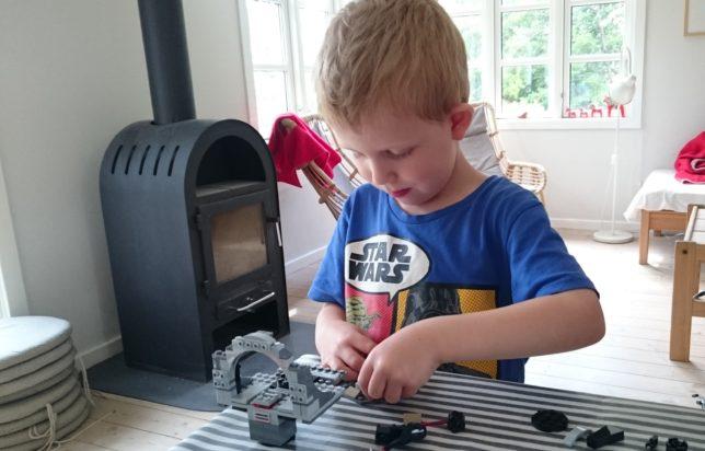 magne-bygger-lego-duellen-i-doedsstjernen