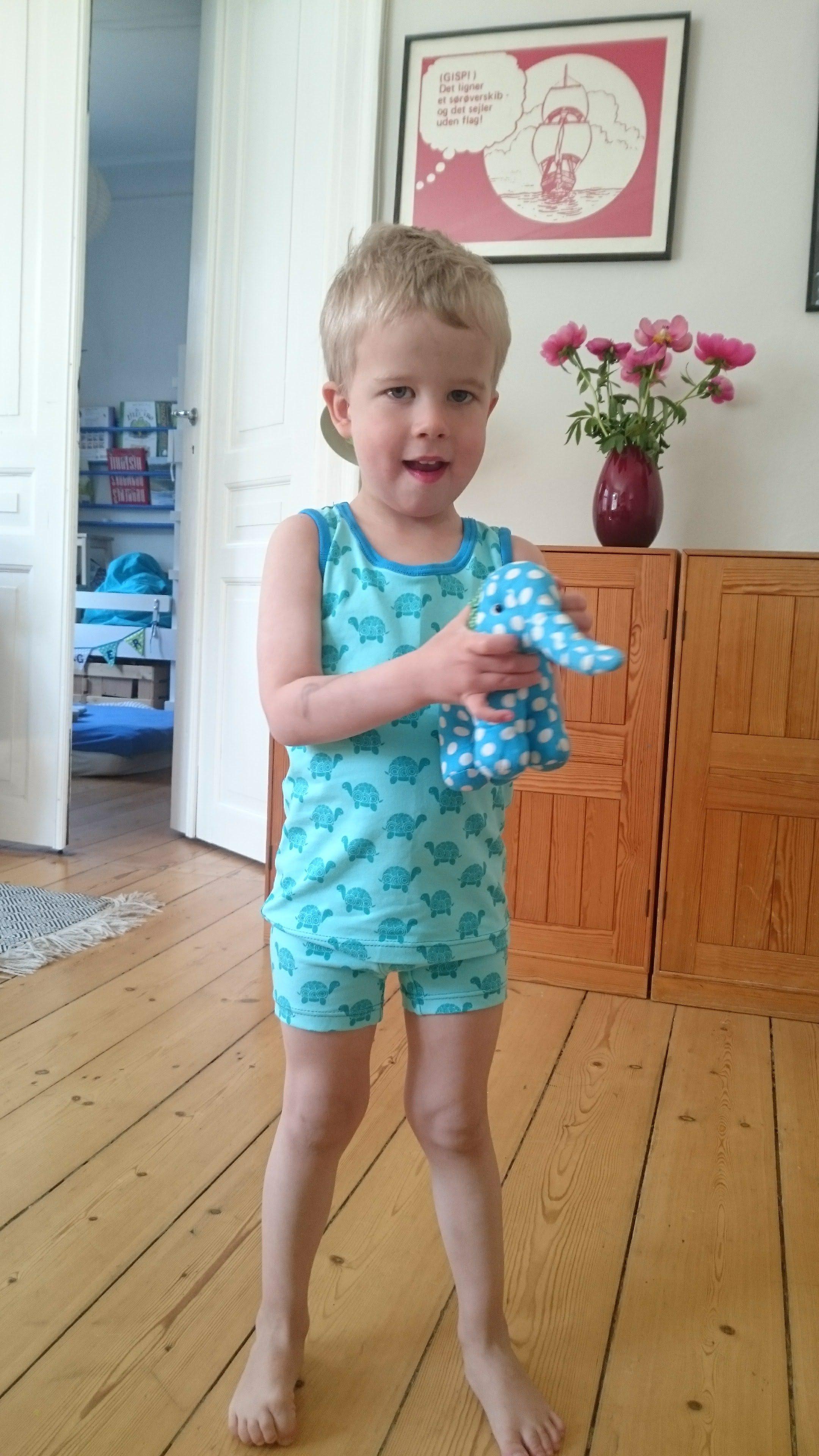 10b5f3e6059 Nuttet undertøj til en dyreglad dreng